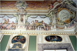 The frescoes of the beautiful Spring Room date from the 1780ies. The room has a fresh and light atmosphere.
