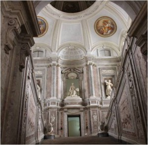 A visitor of rank is allowed to enter the palace via the Royal Staircase. It leads up to the first floor. Highly-polished marble passages on the right and left continue further up to a suite of elegant apartments. A large dome spans the ensemble.
