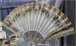 Horn fan from 1800. The silk leaf is embroiders with sequins.